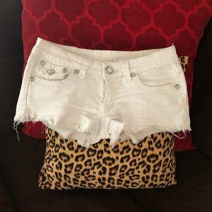Pants - White frayed hem shortie shorts